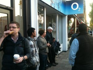 Mat Smith Photography - O2 iPhone 4S release in Chiswick